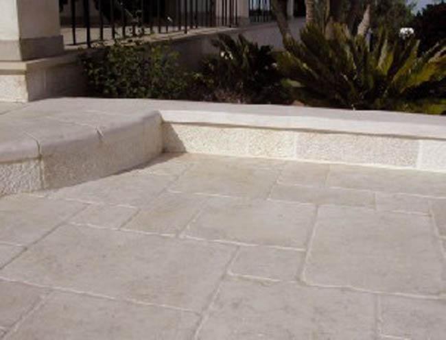 Pavimenti in pietra elementi d 39 arredo for Pietra d arredo